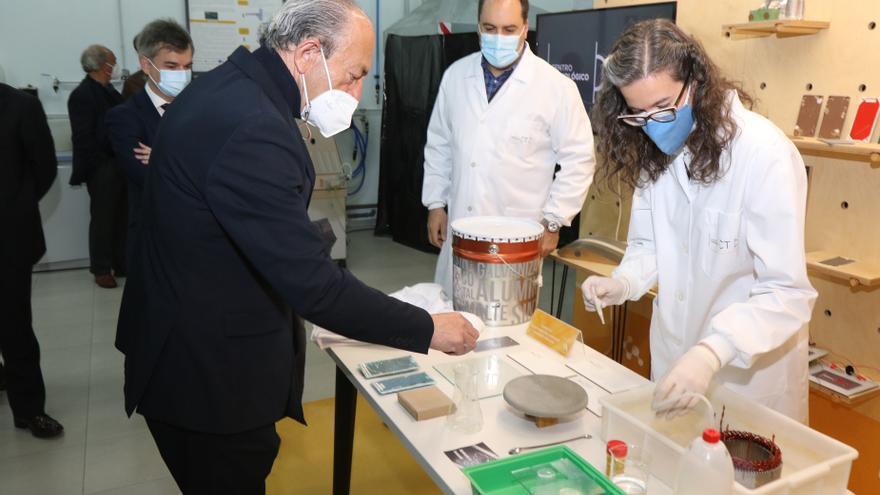 El consejero de Industria e Innovación y presidente de Sodercan, Javier López Marcano, en el CTC.