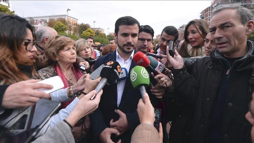 """Garzón critica que debate """"a 9"""" sea a medianoche y no acudan primeros espadas"""