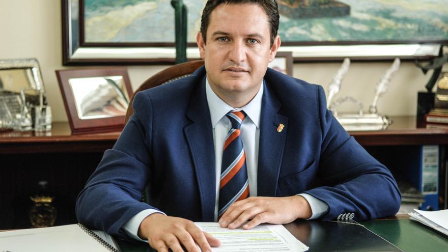 Retrato de José Julián Mena, alcalde socialista de Arona