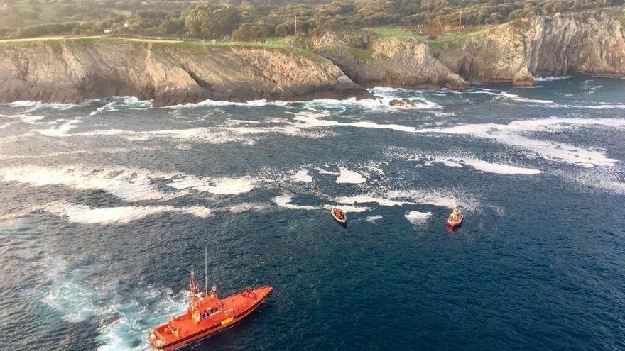 Fallece un pescador vizcaíno que cayó por los acantilados de Castro Urdiales
