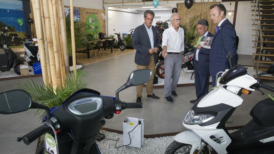 """Revilla dice que la movilidad eléctrica es """"el futuro"""" y """"no hay otra salida"""""""
