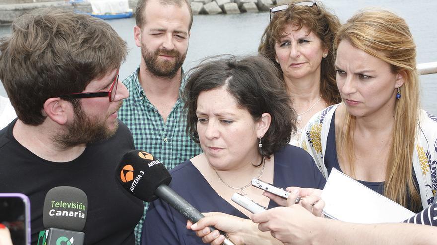 El eurodiputado de Podemos Miguel Urbán, la eurodiputadas Estefanía Torres y la candidata del partido al Gobierno de Canarias, Noemí Santana. (ALEJANDRO RAMOS)