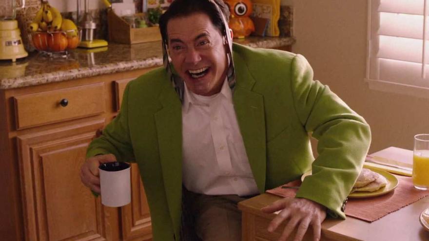 Dougie empezando la semana con un poco de alegría y café en 'Twin Peaks: The Return'