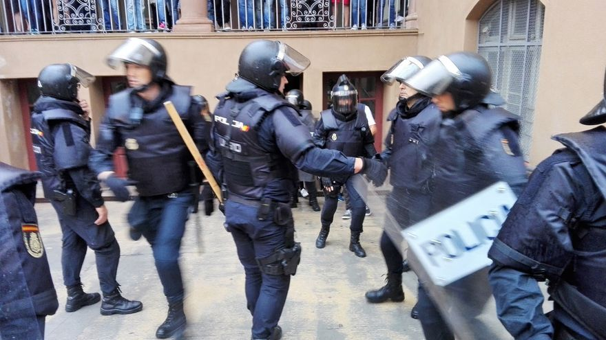 Detienen en Tarragona a una persona que agredió a un policía en la puerta de un colegio el 1-0