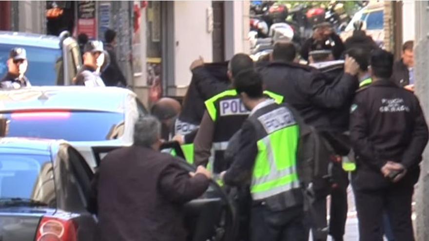 Torres Hurtado, a su llegada al Ayuntamiento detenido por la Policía
