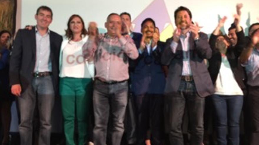 Nazaret Díaz, durante la presentación de su plancha, junto a Clavijo y Alonso.