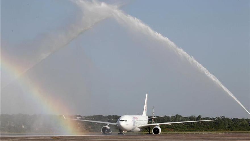 El primer vuelo directo con Europa llega a Asunción procedente de Madrid