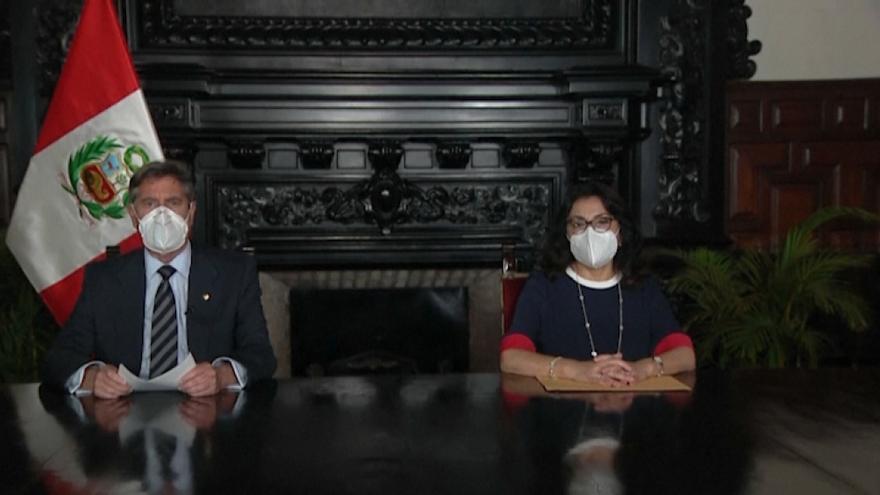 El Congreso de Perú dispuso una prueba para descartar vacunación ilegal de funcionarios