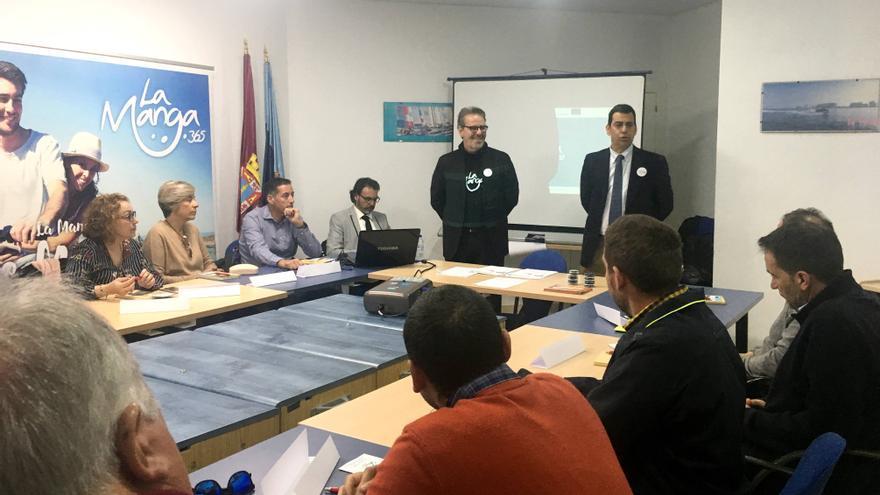 El director de Transportes, Costas y Puertos, José Ramón Díez de Revenga, durante la celebración de la mesa de trabajo 'Turismo y Deporte' en el marco de la Estrategia Desarrollo Urbano Sostenible e Integrado (DUSI) 'La Manga 365'.