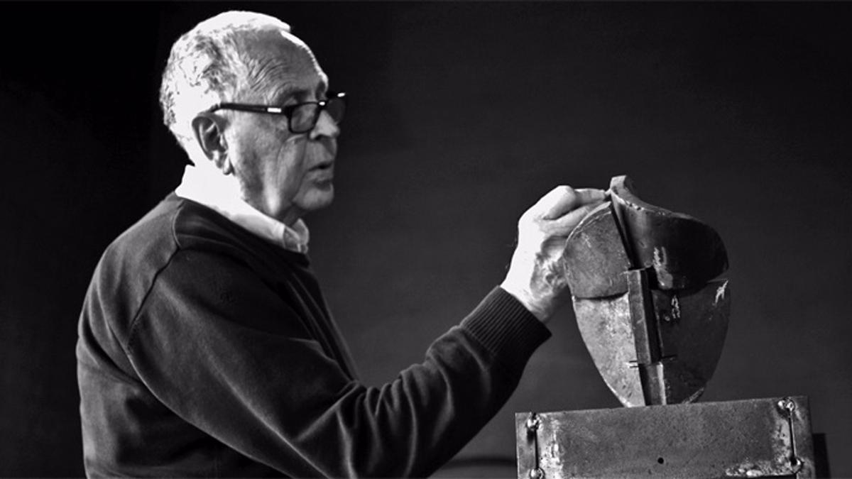 El escultor Martín Chirino