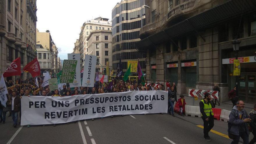 La marcha de los sindicatos de educación ante la sede de CCOO