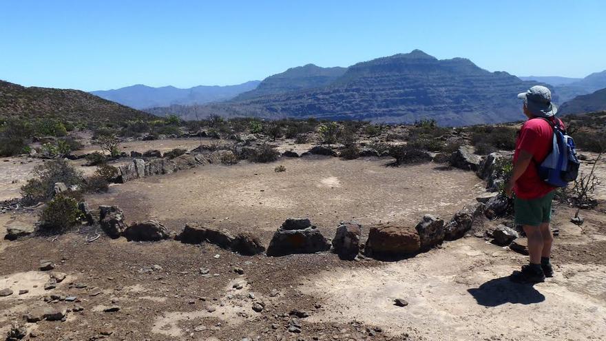 Círculos sagrados sobre la cima de Los Horgazos (Gran Canaria).