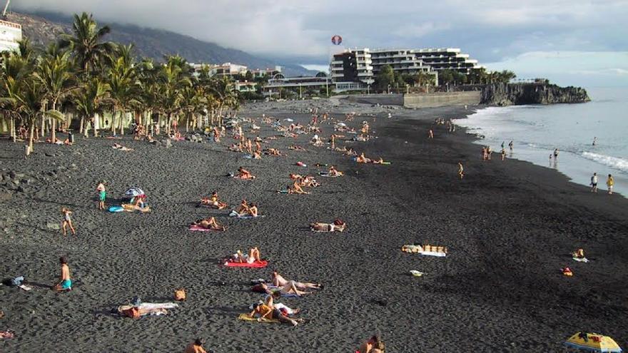 Imagen de archivo de la playa de Puerto de Naos, en el municipio de Los Llanos de Aridane.