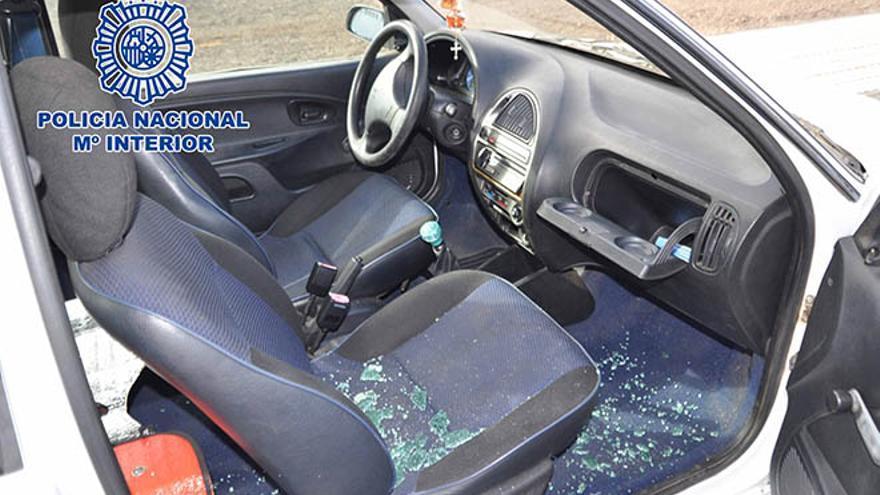La Policía Nacional detiene a tres jóvenes por el robo en el interior de 27 vehículos en Arrecife.