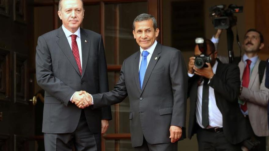 Erdogan destacó los acuerdos con Perú y expresó su consternación por los atentados