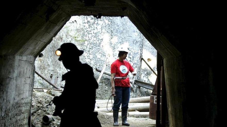 Al menos quince mineros atrapados en una mina en el centro de Colombia
