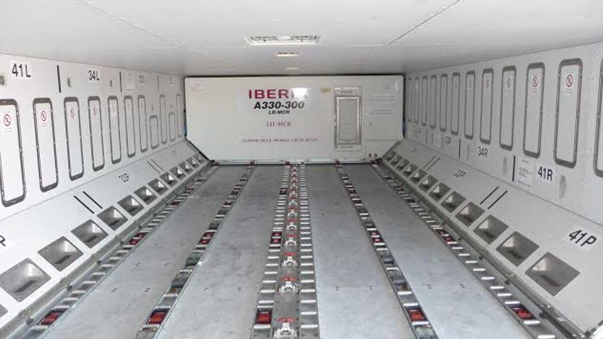 Interior de una bodega de un avión. Foto: Iberia.