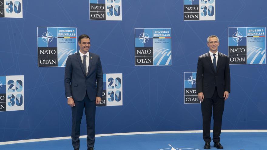 El presidente del Gobierno, Pedro Sánchez, y el secretario general de la OTAN, Jens Stoltenberg