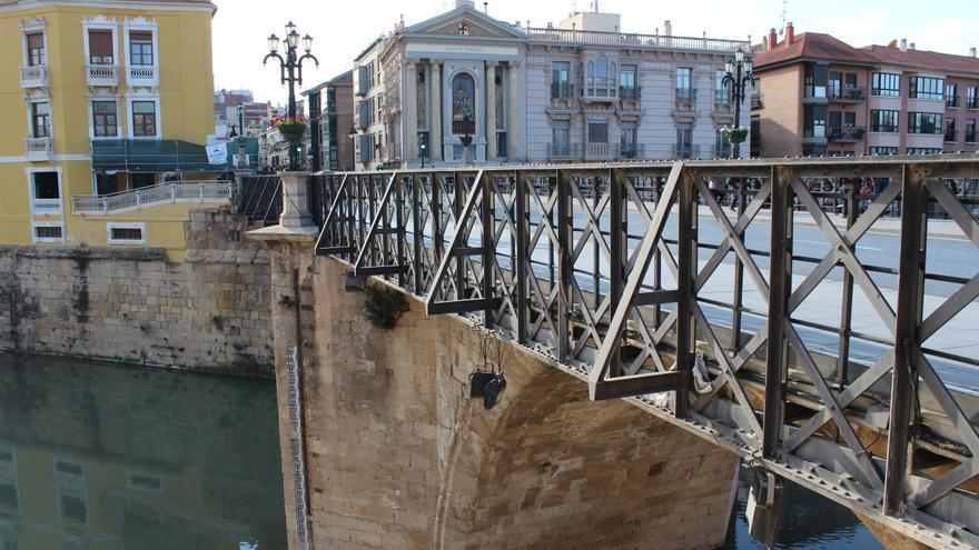 El Puente Viejo de Murcia (siglo XVIII), por donde volverá a pasar un tranvía cien años después / PSS