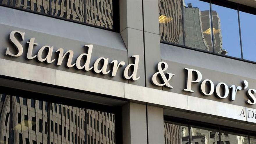 Standard and Poor´s prevé fusiones de banca en España gracias a la estabilidad política