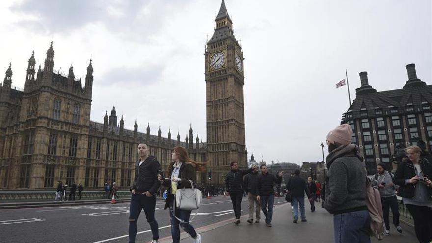 El estadounidense muerto en ataque de Londres volvía hoy a EE.UU., dice su familia