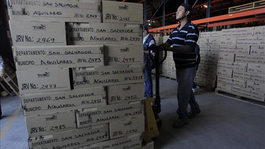 Salvadoreños reflexionan voto y el Tribunal acelera los preparativos para las elecciones