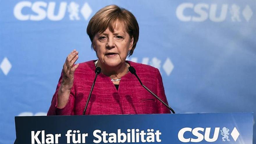 Merkel cierra campaña entre abucheos mientras Schulz pide no tirar la toalla