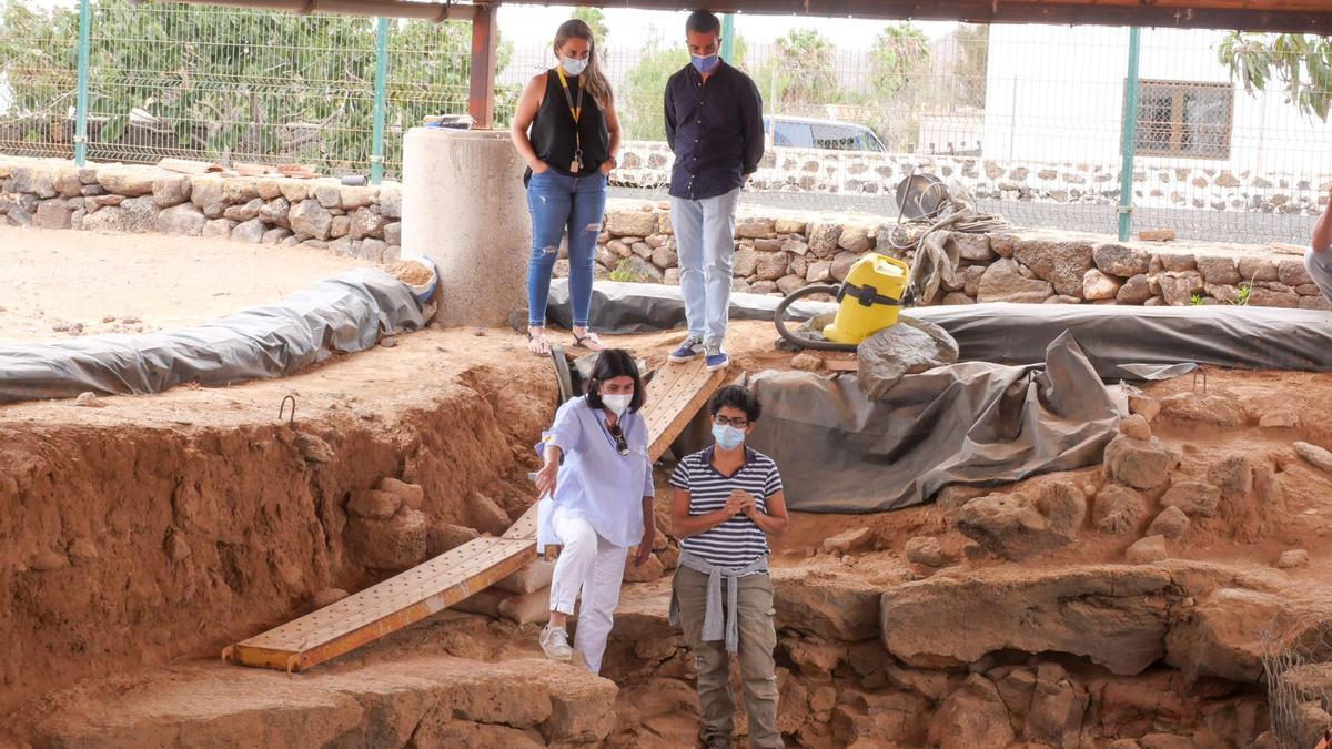 El yacimiento tuvo una actividad de ochocientos años, pudiendo haber sido utilizado primero como hábitat y, más tarde, usada la cueva como lugar de enterramiento