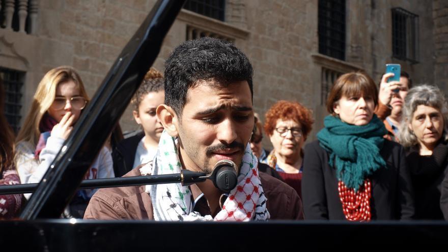 Aeham Ahmad durante uno de sus conciertos en Barcelona.
