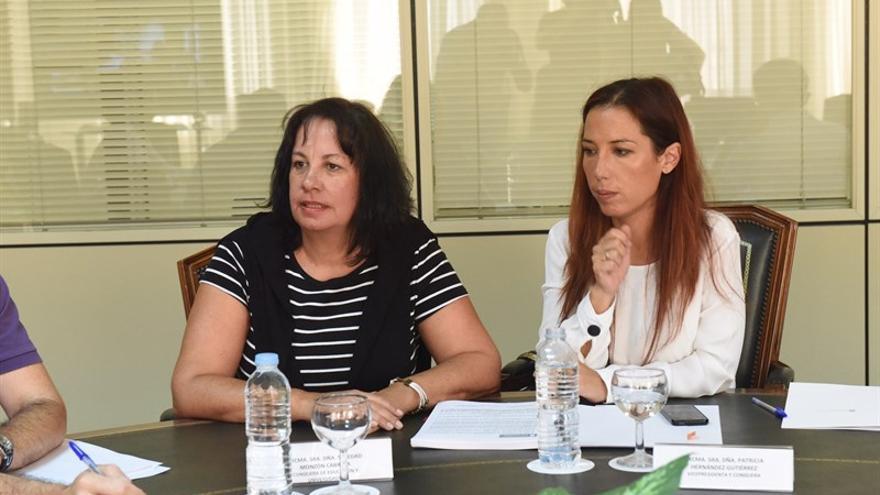La consejera regional de Educación, Soledad Monzón y la vicepresidenta del Gobierno de Canarias Patricia Hernández