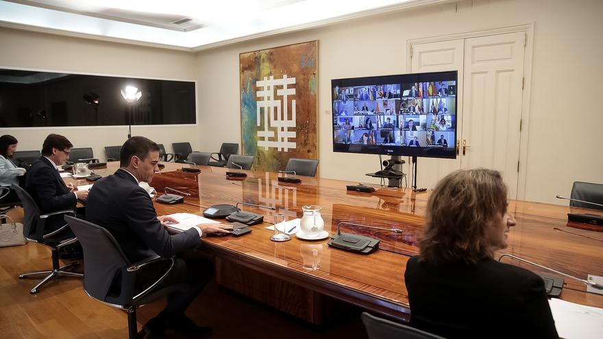 Pedro Sánchez, Teresa Ribera, Salvador Illa y Carolina Darias durante la undécima reunión telemática con los presidentes autonómicos.