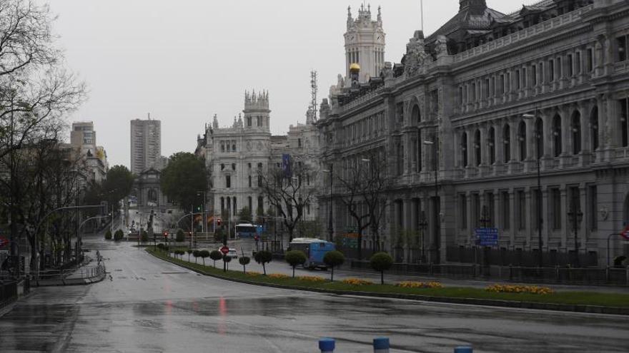 Vista de la intersección entre la calle Alcalá de Madrid totalmente vacía este jueves.