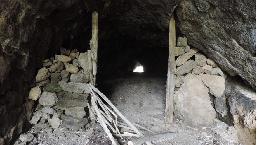 Tubo volcánico de El Jurao que comunica los barrancos de San Juan y Alén (Foto: Jorge Pais).