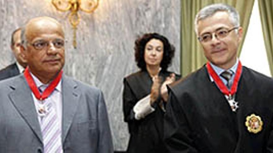 Los galardonados Domingo Saavedra de León y Guillermo García-Panasco. (ACFI PRESS)