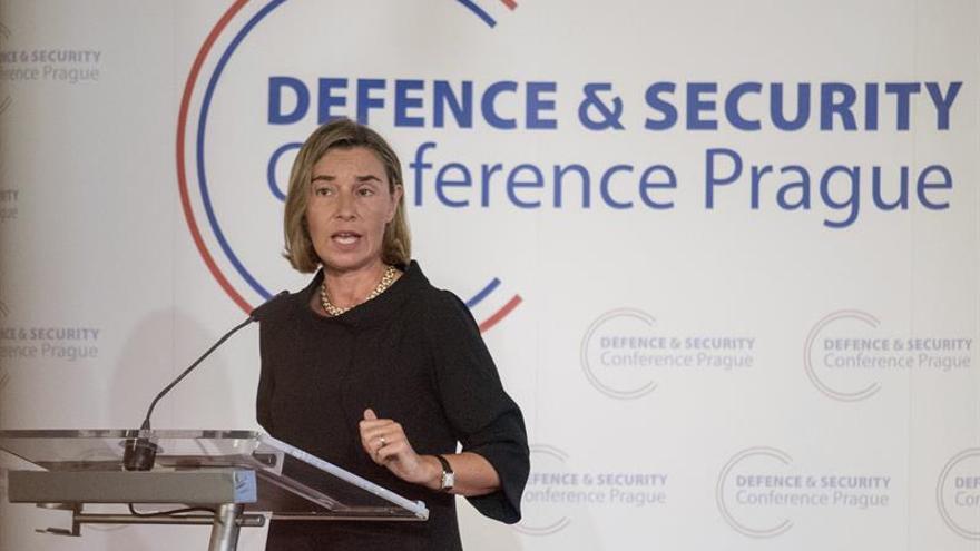 Mogherini pide a las FARC que completen el desarme en Colombia