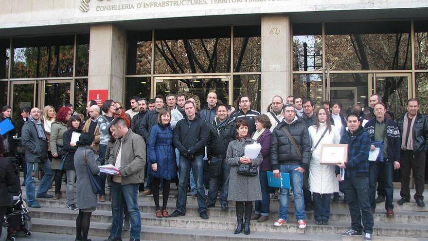 Miembros de la Plataforma de Afectados por las Ayudas a la Vivienda frente a Conselleria