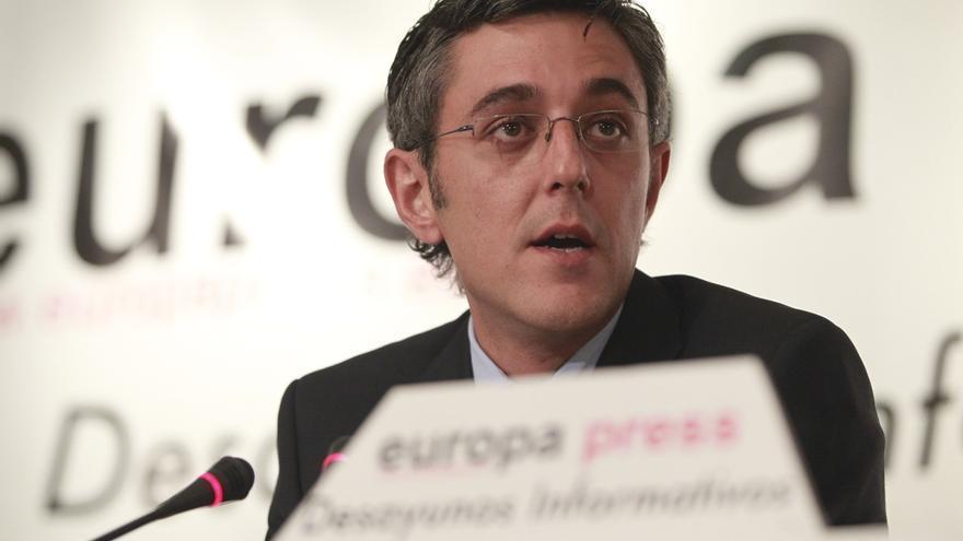 Dos exdiputados del PSOE en la Asamblea de Madrid recogen firmas para que Irene Lozano ceda su escaño a Madina
