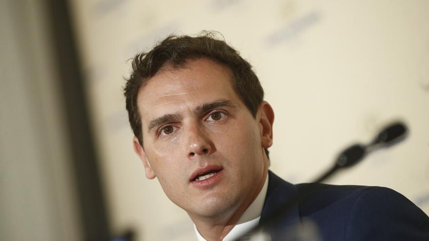 """Rivera rechaza una abstención y dice a Casado que Ciudadanos gobernará cuando el Ejecutivo de Sánchez """"se desmorone"""""""