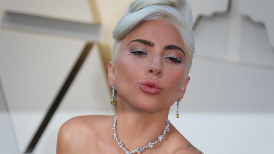 """Lady Gaga regresa al pop bailable y transgresor con """"Stupid Love"""""""