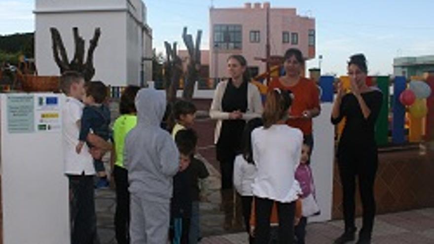 Acto de inauguración del parque infantil.