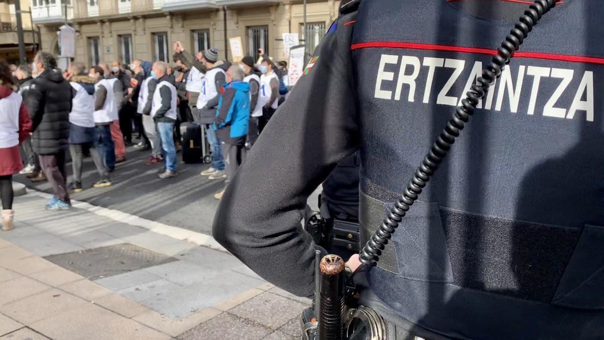 El Gobierno vasco estudia sustituir a la Ertzaintza por agentes de seguridad privada en el Parlamento