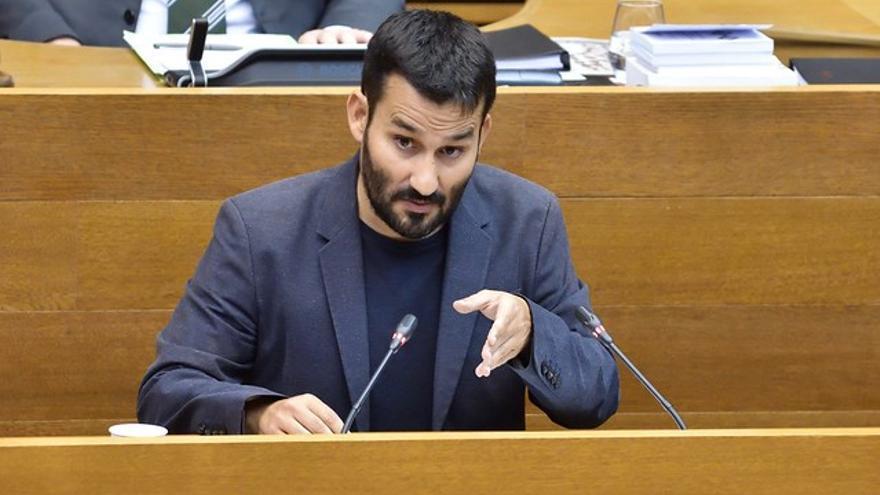 El conseller Vicent Marzà interviene en las Corts