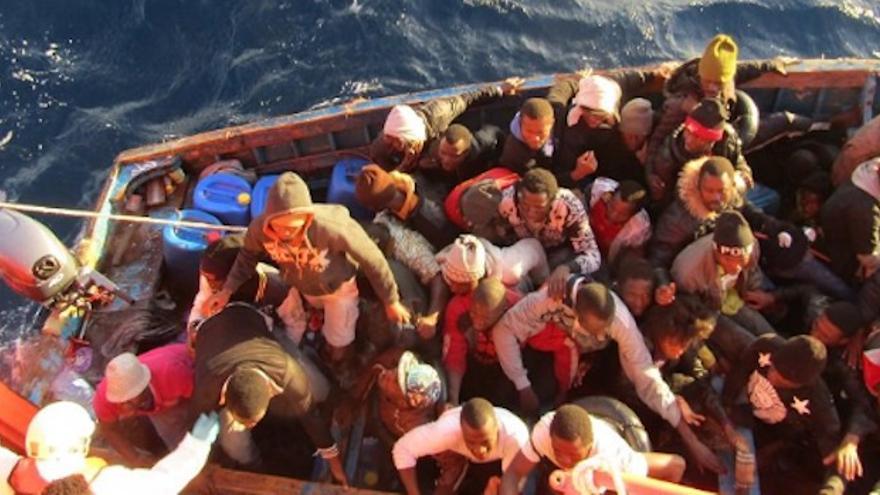 Rescate de una patera a 120 kilómetros de Gran Canaria.