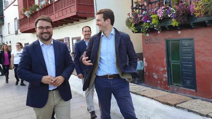 Asier Antona y Pablo Casado este miércoles en la Avenida Marítima de la capital.