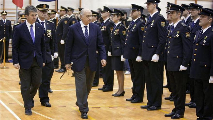 El comisario Eugenio Pino, tras Ignacio Cosidó y el ministro del Interior, Jorge Fernández Díaz