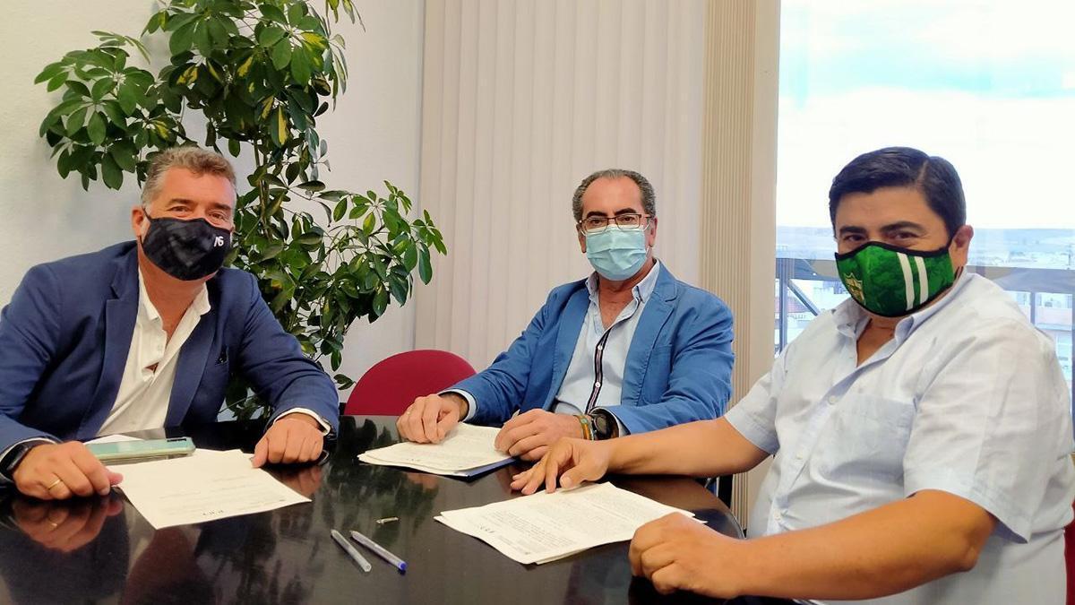 Firma del acuerdo entre el Ayuntamiento y el Córdoba Patrimonio
