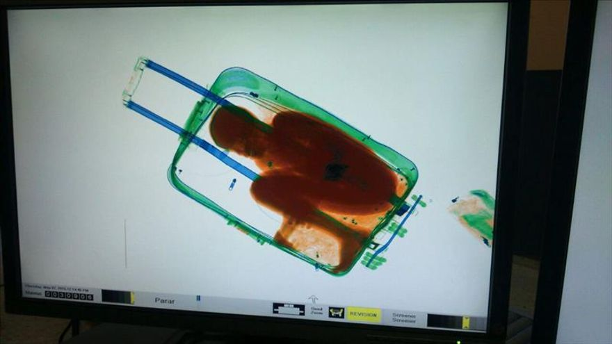 La Fiscalía pide pruebas de ADN para padre de menor hallado dentro de una maleta