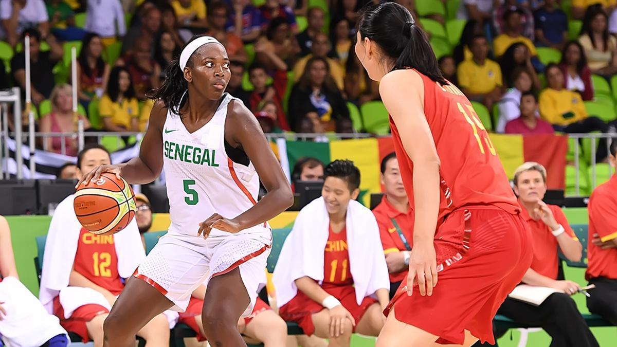 Aya Traoré durante un encuentro con su selección.