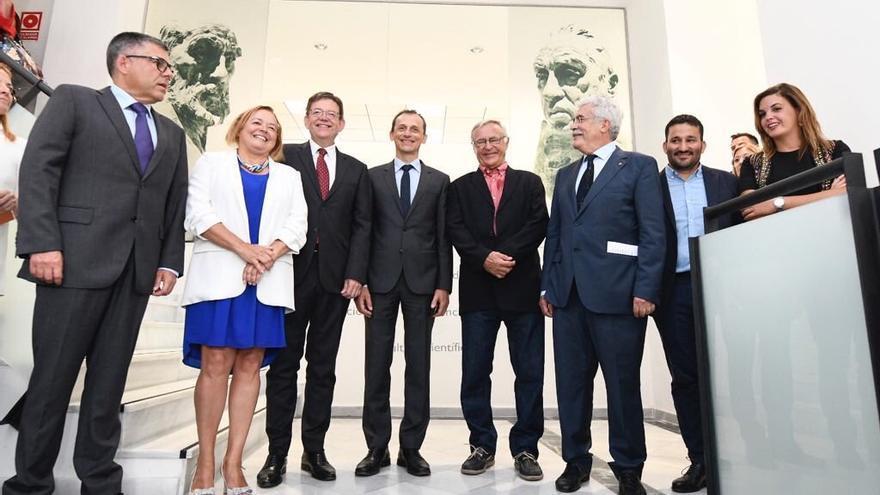 El ministro de Ciencia, Pedro Duque, en el centro de la imagen junto a Joan Ribó y Ximo Puig, entre otras autoridades