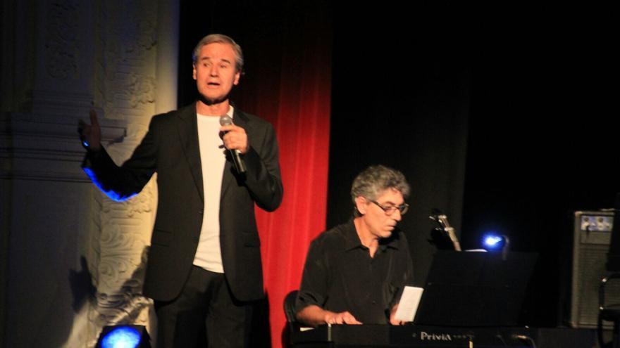 Luis Morera durante la actuación este sábado. Foto: JOSÉ AYUT